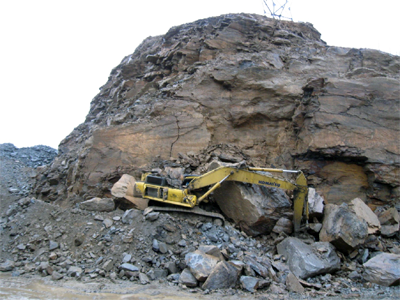 Highwall collapse on heavy equipment.